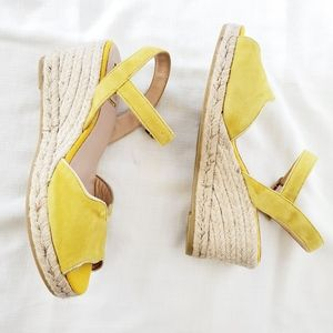 NWOT Kanna yellow suede espadrillas buckle wedge